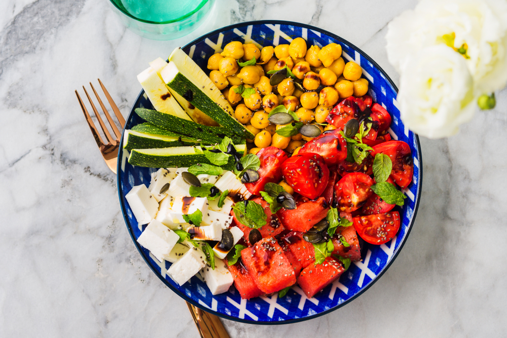 Une salade fruits et légumes